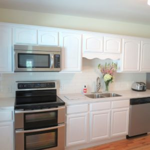 White Shaker 13ft Wall Kitchen Cabinets